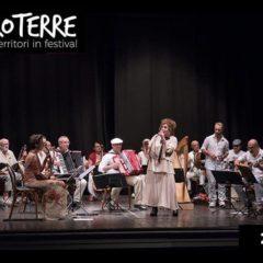 DOMENICA 28 Luglio 2019 L'Orchestrona + Paola Sabbatani a Bertinoro per ENTROTERRE FOLK