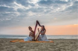 "Domenica 17 Novembre 2019 Il duo RED ROSES presenta ""ALBAE"" live all'ENTROTERRE FOLK CLUB"