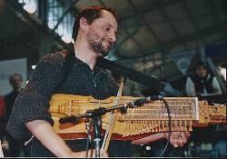 NOVITA' 2005 – Corso di  nyckelharpa tenuto da Marco Ambrosini