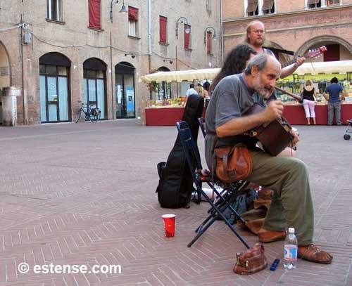 TEATRO E MUSICA DI (E IN) STRADA