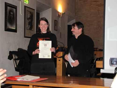 Consegnato il primo certificato di fine corso dell'European Nyckelharpa Training